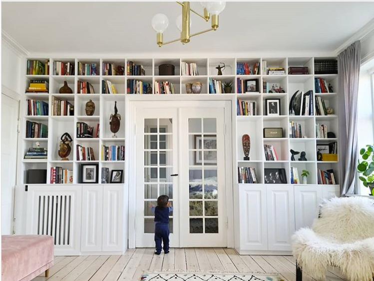 Indbygget bogreol-væg